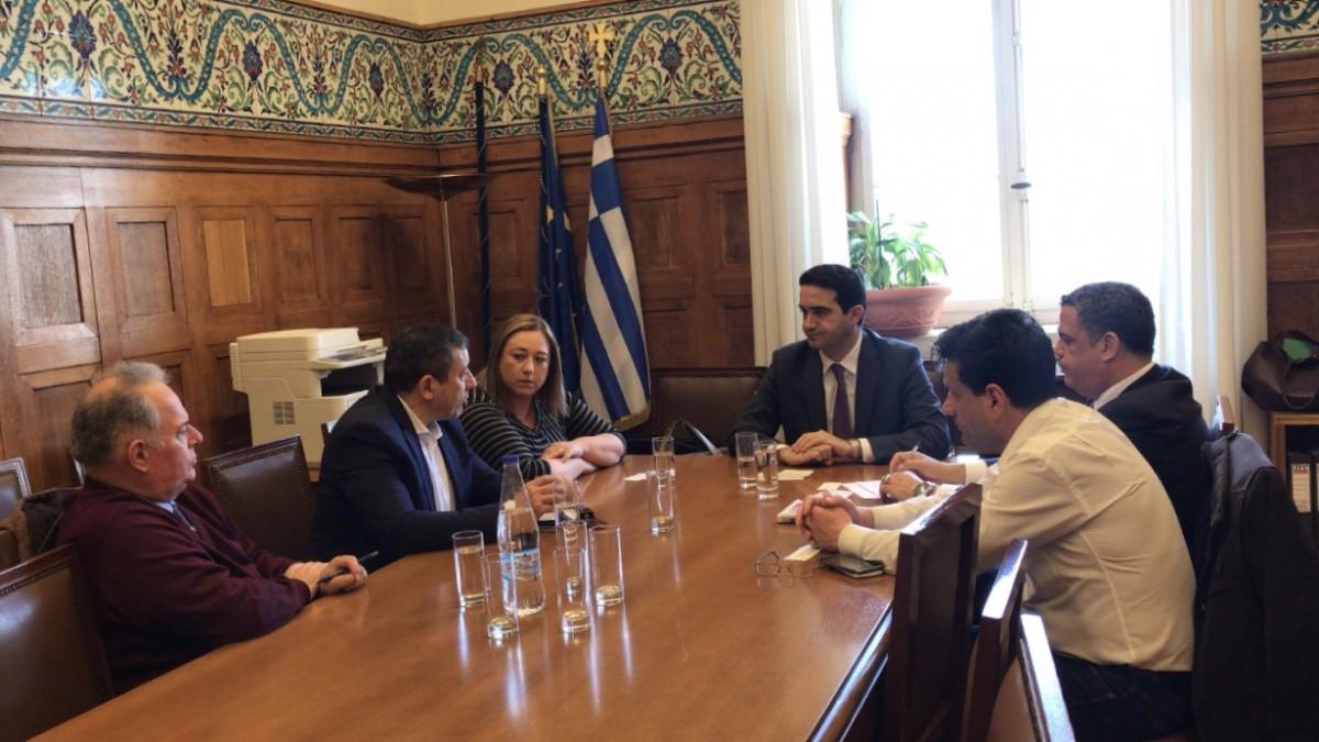 Συνάντηση με τους εκπροσώπους των δανειοληπτών στη Βουλή